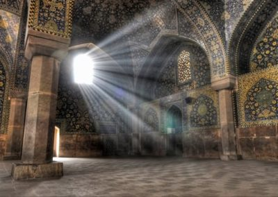 Sun-Light-Enters-Taj-Mahal-Inside-View