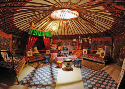 01-portisch-yurt_interior_wide_lense