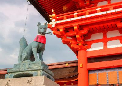 fox-guards-fushimi-inari