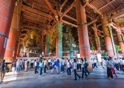 nara-japón-de-mayo-el-gran-buda-en-el-templo-de-todai-ji-onmay-70575653